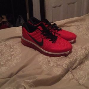 Red Air Max-2017 Nike Size 9 in men